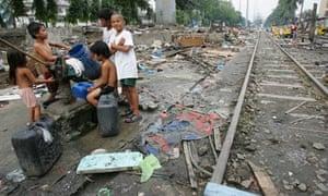 MDG : Generosity help poor children : Makati city slum