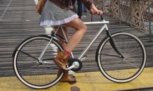 Bike blog : skirt on bike