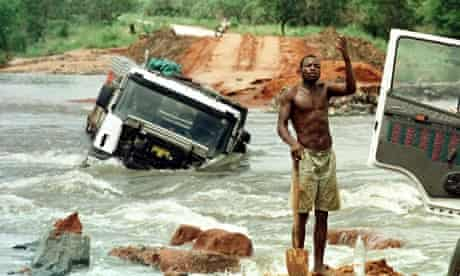 MDG : Roads hand climate change in Africa , floods in Mozambique