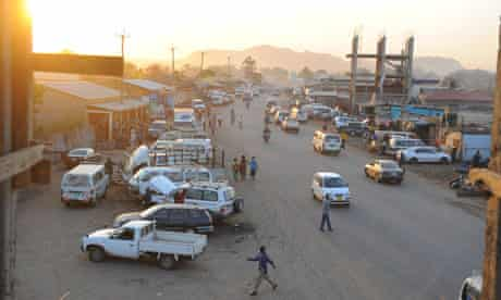 MDG Southern Sudan and oil : Paved roads and construction in city of Juba