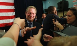 Damian Blog : Former Vice President Al Gore shakes hands with people