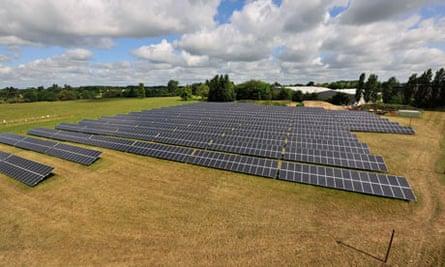 Howbery Business Park solar farm built by Solarcentury