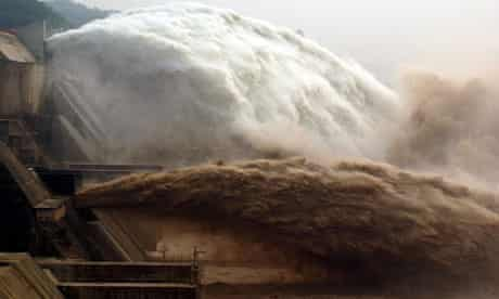 Water special : China : Yellow River Xiaolangdi Dam sluices water to wipe out silt