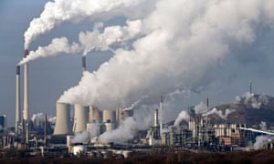 FAQ on Carbon trading : Steam and smoke rises from a coal power station in Gelsenkirchen, Germany