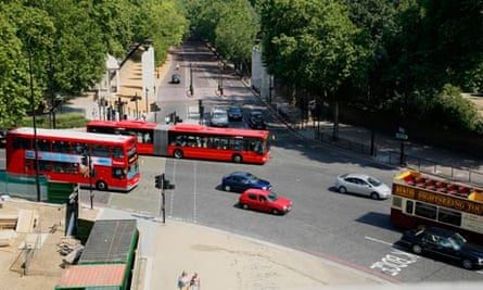 Bike blog : Traffic on Hyde Park Corner, London