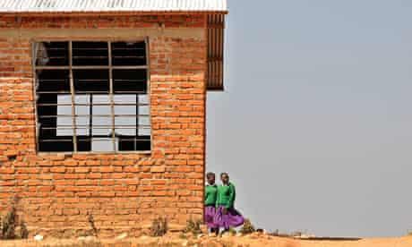 MDG : Education in Tanzania : Girls taking a break at Mtitu Secondary School