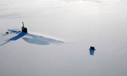 Nato and Arctic : US submarine rests on the Arctic Ocean