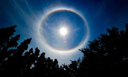 Geoengineering : a rainbow wrapped around the sun