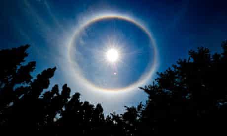 Geoengineering : a rainbow wrapped around the sun