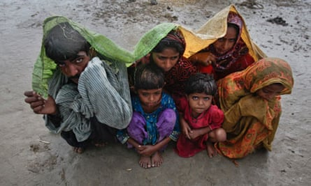 Climate refugees : Family members, displaced by floods in the Badin district, Pakistan