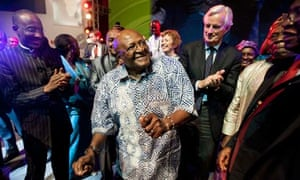 MDG : Archbishop Desmond Tutu dances after receiving a Special Award from the Mo Ibrahim Foundation