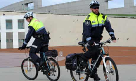 Bike blog on helmet in Australia : Australian Federal Police (AFP) patrol