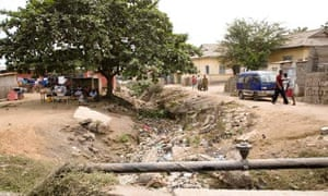 MDG :  Ghana : Sanitation in Accra, watercourse choked by rubbish
