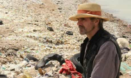 Jeremy Irons on the set of movie Trashed