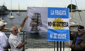 MDG : Ghana : frigate ARA Libertad : protset in Buenos Aires, Argentina