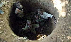 MDG : Children in Kauda, South Kordofan, Sudan, shelter from a passing Antonov