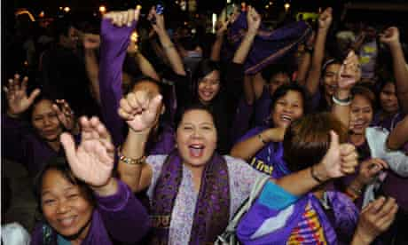 MDG : Philippines : Supporters of the Reproductive Health Bill (RH) celebrate in Manila