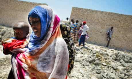 MDG: a Somali woman carrying her baby