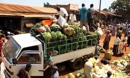 Rio+20 UN Conference on Sustainable Development : Crowded market in Uganda