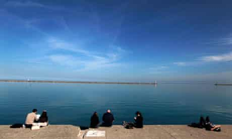 Heat wave in Chicago : Lake Michigan waterfront at DuSable Harbor