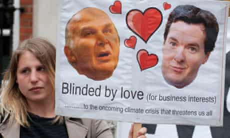 Budget and environment : Protesters on backtracking climate change commitments