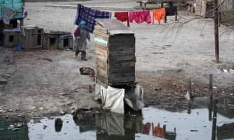 MDG : Water and sanitation : A makeshift toilet in Srinagar Kashmir