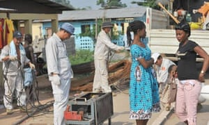 MDG : China in Africa : Chinese labourers working on electrical grid in Bata, Equatorial Guinea