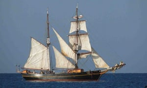 Sustainable shipping : brigantine Tres Hombres : chocolate shipping