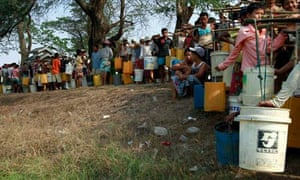 MDG : Water policy  : line up to fetch drinking water in Yangon , Myanmar