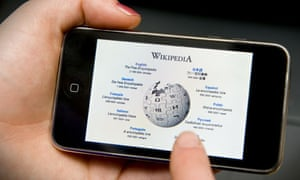 MDG : Learning access with mobile telephone : Wikipedia website on an Iphone