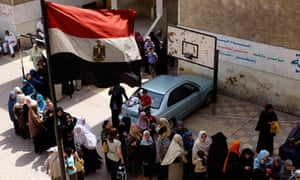 MDG : Egypt : Women rights : women wait in line to cast their votes