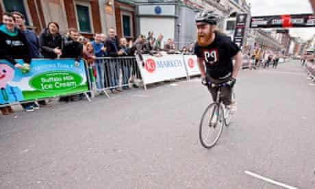 Bike Blog : Schwalbe Fixed Gear Longest Skid Competitio