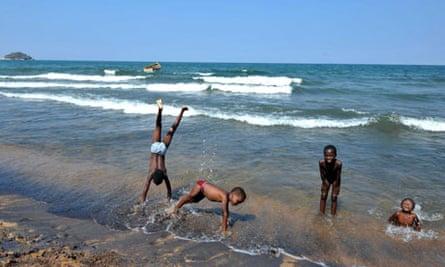 MDG : Malawi children and human trafficking : Children play along the Saga beach, at Lake Malawi