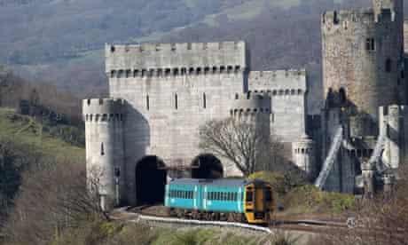 Leo blog : Diesel  train in Wales : Robert Stephenson's Tubular Railway bridge at Conway