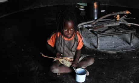MDG : Hungry children : Food aid in Zimbabwe : toddler eating wild fruit