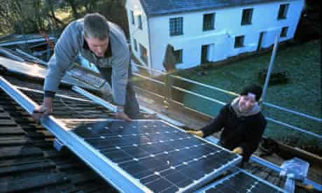 Installing photovoltaic cells on a house roof : solar panels