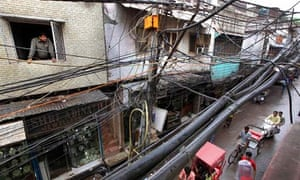 MDG : India electricity and blackout : a maze of electric cables in New Delhi