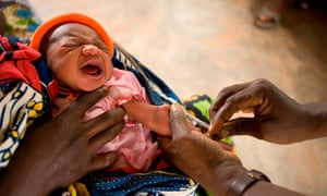 MDG : A child receives vaccination against tuberculosis in Benin