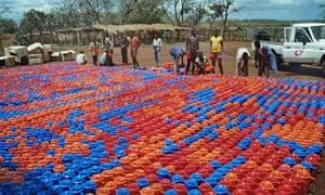 MDG : Aid agencies materials : buckets for displaced people in Lira, Uganda