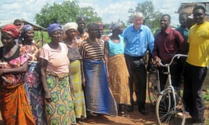MDG : Ghana : Millennium Village project : Andrew Mitchell during a visit of Nabari village