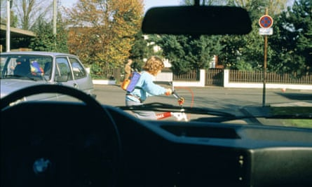 Bike blog : Cycling lessons for car drivers : Child with bicycle on the way to school