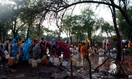 MDG : Sudan and South Sudan : water distribution point at the Batil refugee camp