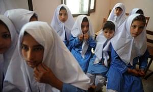 MDG : Pakistan : WFP school meal