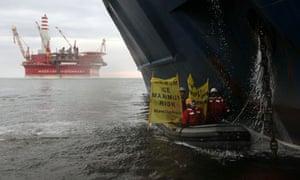Greenpeace storm the Gazprom Prirazlomnaya oil platform in Arctic