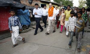MDG : Dfid contractors projects :  British High Commissioner to India visits slum in Bhopal