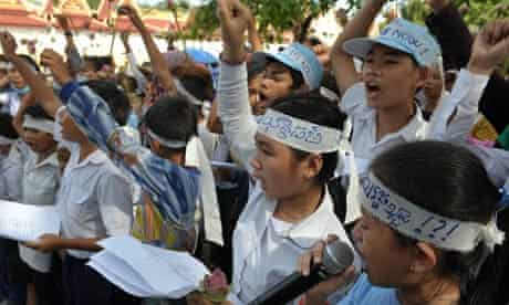 MDG : Cambodia : Land grab : Cambodian children from Boeung Kak lakeside community