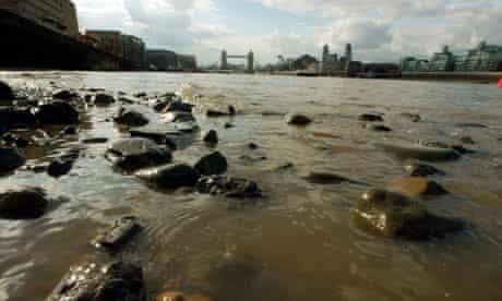 Microbead marine pollution : due to floods raw sewage ends in Thames river