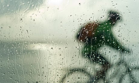Bike blog : Silhouette of cyclist through car window splattered by rain