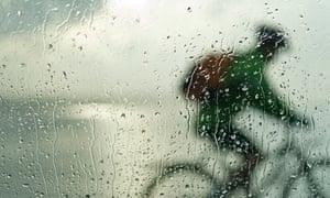 Bike blog : Silhouette of cyclist through car window splattered by rain