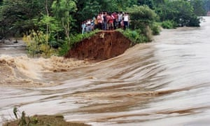 MDG : Disasters : breached embankment of swollen Kangsabati river  following cyclone Phailin, India